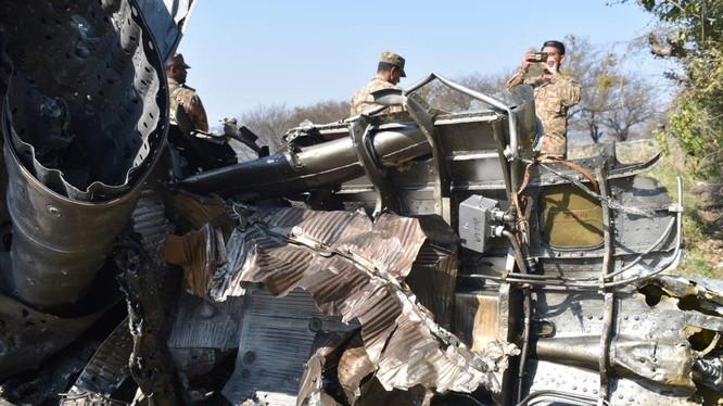 Mảnh xác máy bay MiG-21 bị bắn rơi ở Pakistan. Ảnh minh họa: tài khoản Twitter Vinit Kulkarni.