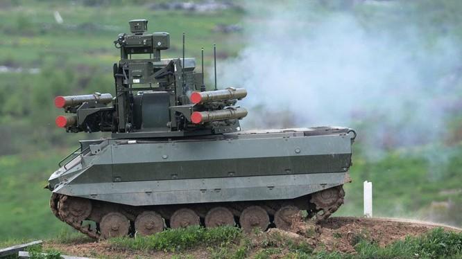 Robot chiến đấu Uran -9 do Cơ quan quản lý công nghệ và chế tạo trang thiết bị 766, ngoại ô Moscow phát triển.