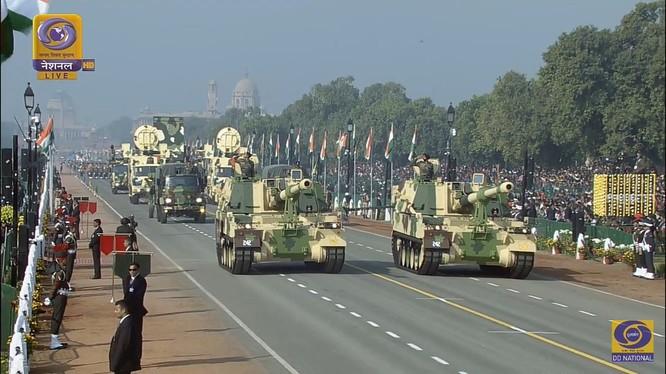 Pháo tự hành thiết kế Hàn Quốc K-9 Vajra của Ấn Độ.