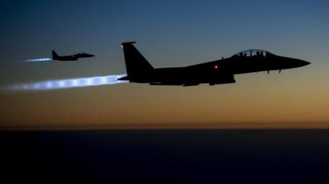 Không quân Mỹ không kích dữ dội IS trên chiến trường thung lũng Euphrates. Ảnh minh họa: Masdar News.