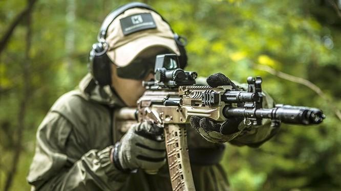 Tập đoàn Kalashnikov thử nghiệm súng tiểu liên mới AK-12.