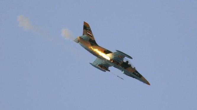 Máy bay chiến đấu - huấn luyện L-39 Syria không kích trên chiến trường.