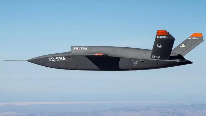 Máy bay không người lái XQ-58A Valkyrie trong chuyến bay thử nghiệm đầu tiên.