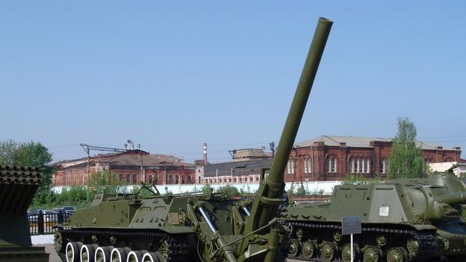 """Súng cối siêu cỡ 240mm 2S4 """"Tyulpan"""" trong trạng thái chiến đấu. Ảnh minh họa: Russian Gazeta."""