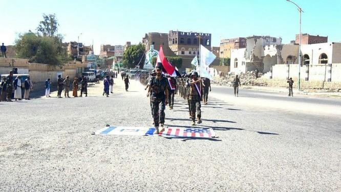 Các chiến binh phong trào Houthi trong thành phố cảng al-Hudaydah, phía tây Yemen.
