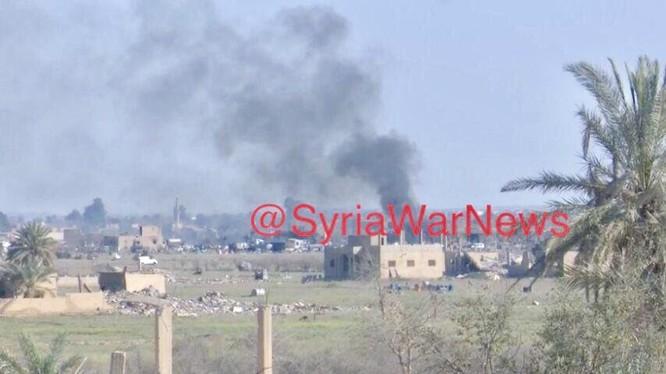 Pháo binh tên lửa, không quân Lực lượng Dân chủ Syria (SDF) và Liên quân Mỹ đánh phá chiến tuyến IS ở Baghouz, Deir Ezzor.