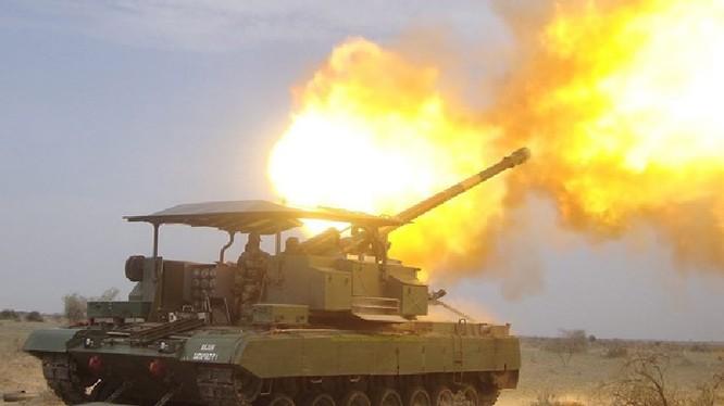 Pháo tự hành quân đội Syria đánh phá chiến tuyến của lực lượng Hồi giáo cực đoan ở Idlib. Ảnh minh họa: Masdar News.