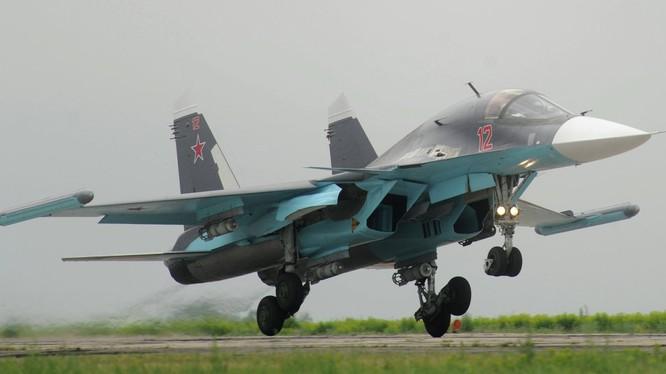 Máy bay ném bom chiến thuật Su-34 ở Syria. Ảnh minh họa: TV Zvezda.
