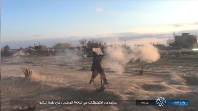 Các phần tử khủng bố giao chiến ác liệt với dân quân SDF trên chiến trường Deir Ezzor. Ảnh minh họa: South Front.