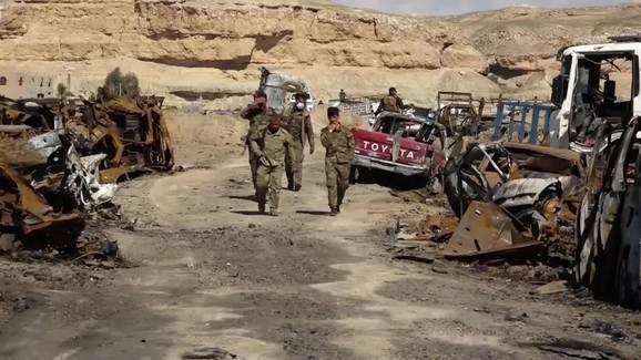 Lực lượng Dân chủ Syria tuần tra trong trại IS ở Baghouz, thuộc địa phận tỉnh Deir Ezzor.