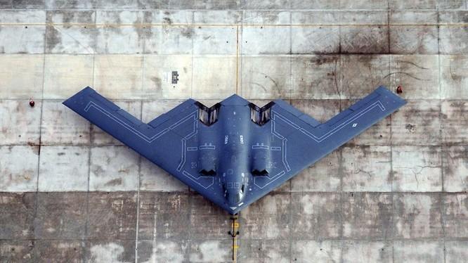 Máy bay ném bom chiến lược tàng hình B-2 Mỹ.