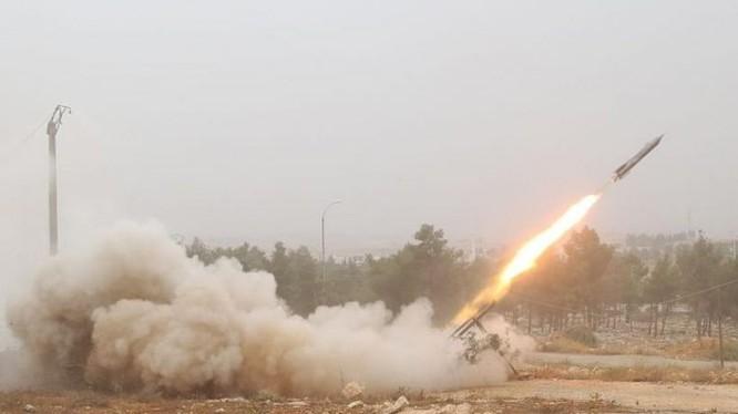 Các phần tử thánh chiến phóng tên lửa tự chế vào các khu vực do chính quyền Syria kiểm soát. Ảnh minh họa: Muraselon.