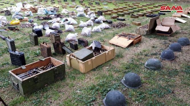 Vũ khi trang bị quân đội Syria thu giữ được từ các kho tàng bí mật của lực lượng Hồi giáo cực đoan. Ảnh: SANA.