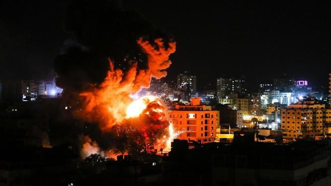 Không quân Israel không kích dữ dội Dải Gaza, phá hủy các mục tiêu được coi là của phong trào Hamas. Ảnh: South Front.
