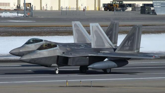 """Cuộc diễn tập """"Voi đi bộ"""" của không đoàn không quân số 3 Mỹ ở Alaska. Ảnh The Drive"""