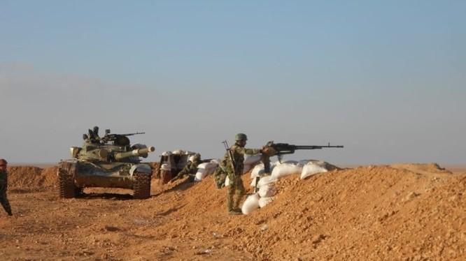 Các tay súng thánh chiến nhóm Maghaweir al-Thowra diễn tập chiến đấu. Ảnh South Front