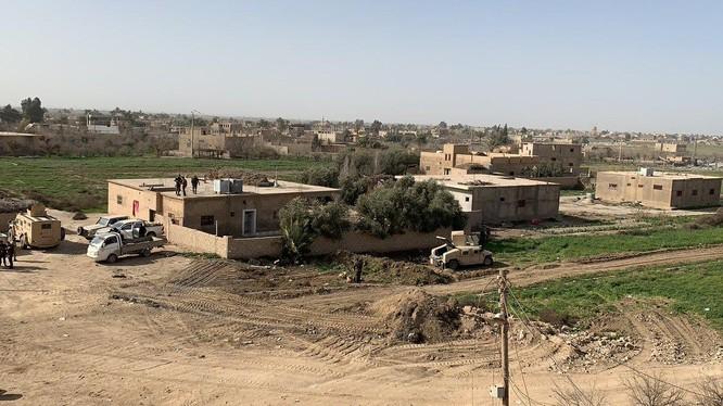 Lực lượng Dân chủ Syria (SDF) trên vùng ngoại ô thị trấn al-Baghuz al-Fawqani. Ảnh: South Front.
