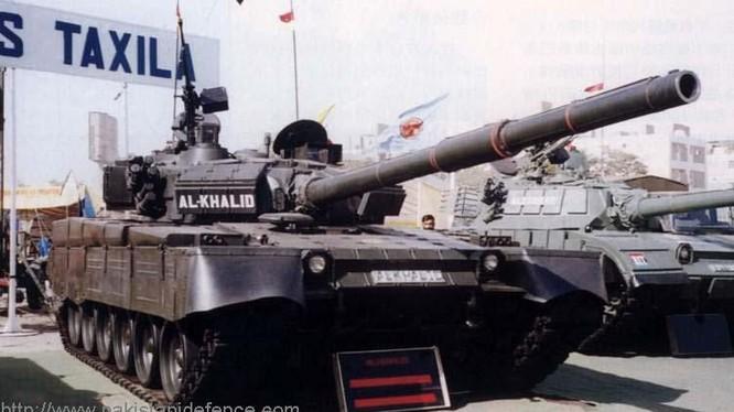 Xe tăng Al-Khalid của Pakistan, còn được gọi là MBT-2000 Trung Quốc. Ảnh: Russian Gazeta.