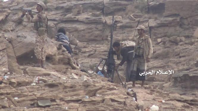 Các chiến binh Houthi trên chiến trưởng biên giới Ả rập Xê út - Yemen. Ảnh minh họa: Muraselon.