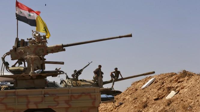 Binh sĩ Syria và Hezbollah trên chiến trường sa mạc tỉnh Homs, Deir Ezzor. Ảnh minh họa: South Front.