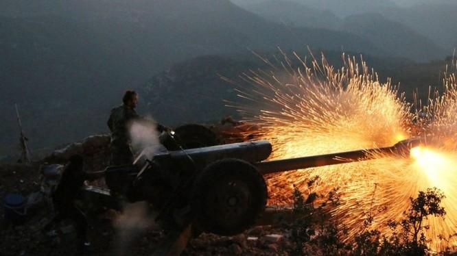 Pháo binh quân đội Syria đánh phá ác liệt chiến tuyến của thánh chiến ở khu phi quân sự. Ảnh minh họa Masdar News