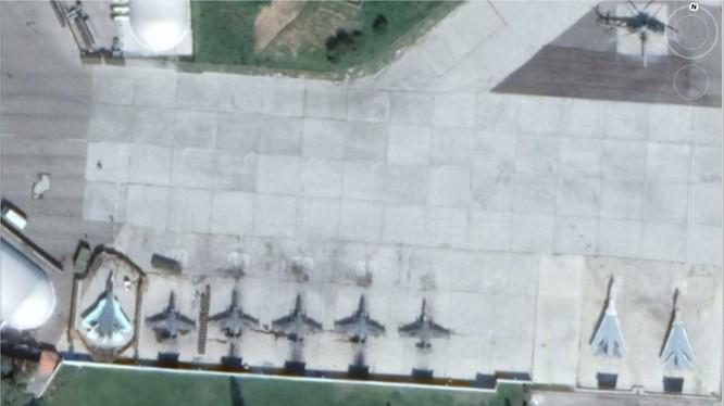 Máy bay tiêm kich tàng hình Su-57 trên sân bay Khmeimim.