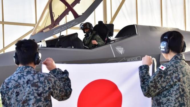 Phi công Nhật Bản trước chuyến bay trên F-35A. Ảnh minh họa: NHK.