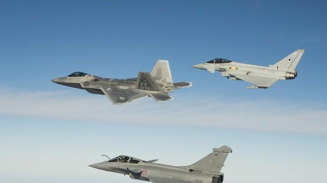 Các máy bay F-22 Raptor, Rafale, Typhoon tham gia diễn tập. Ảnh: The National Interest.