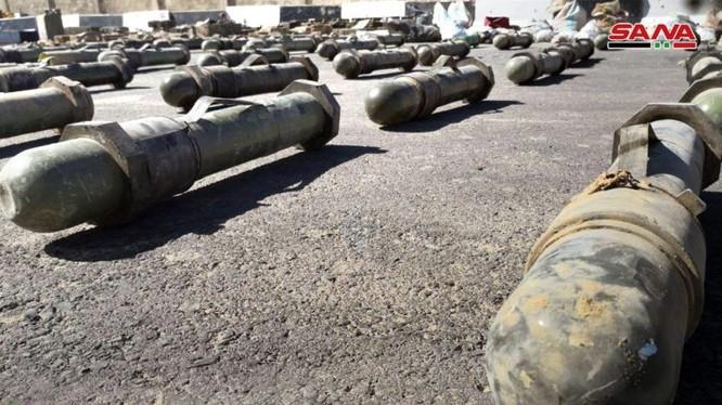 Vũ khí trang bị do quân đội Syria thu giữ được trên vùng ngoại ô Damascus. Ảnh: SANA.