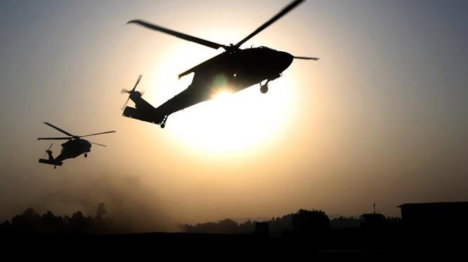 Trực thăng quân đội Mỹ tham gia truy quét IS trên chiến trường Deir Ezzor.