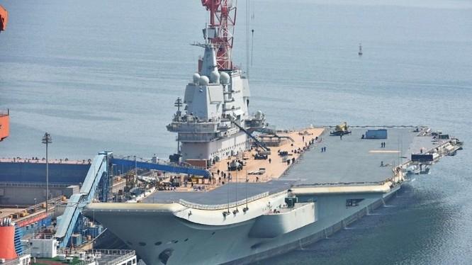 Tàu sân bay Trung Quốc Type 001 đang trong công đoạn hoàn thiện cuối cùng. Ảnh: The National Interest.