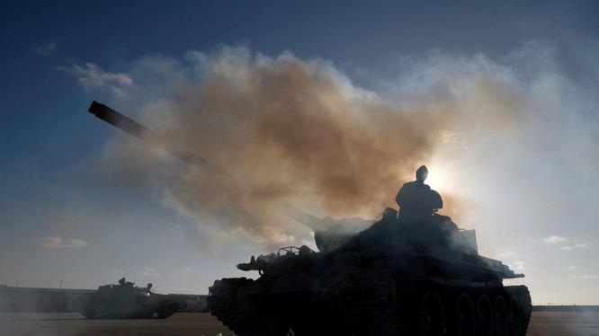 Lực lương Quân đội Quốc gia Libya LNA tấn công vào thủ đo Libya, thành phố Tripoli. Ảnh minh họa Masdar News