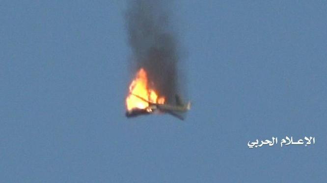 Lực lượng phòng không Houthi sử dụng tên lửa bắn hạ UAV Wingloong của Liên minh vùng Vịnh. Ảnh Masdar News