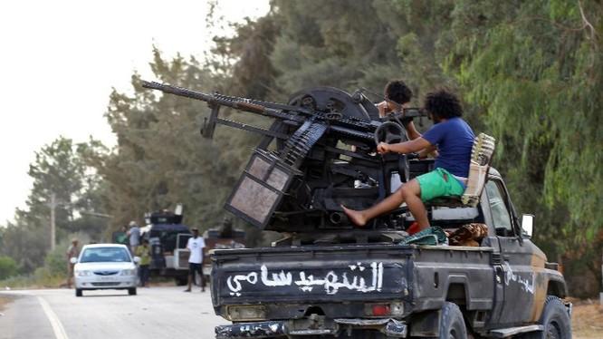 Chiến binh dân quân lực lượng GNA chiến đấu ở Libya. Ảnh minh họa South Front