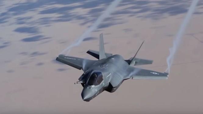 Máy bay tiêm kích tàng hình thế hệ 5 F-35.