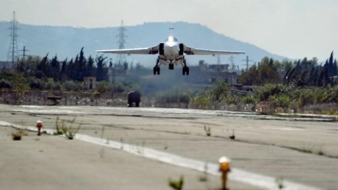 Máy bay chiến đấu Nga xuất kích trên sân bay Khmeimim, đánh phá chiến tuyến lực lượng Hồi giáo cực đoan ở Idlib.