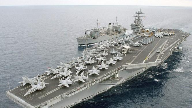 Tàu sân bay Mỹ và tàu hộ tống đi cùng trên biển Địa Trung Hải. Ảnh minh họa Masdar News