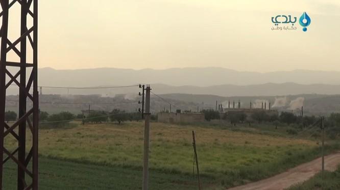 Lực lượng không quân Nga, Syria không kích dữ dội chiến tuyến của lực lượng Hồi giáo cực đoan ở Idlib, Hama, Latakia và Aleppo. Ảnh: video Baladi-News Network.