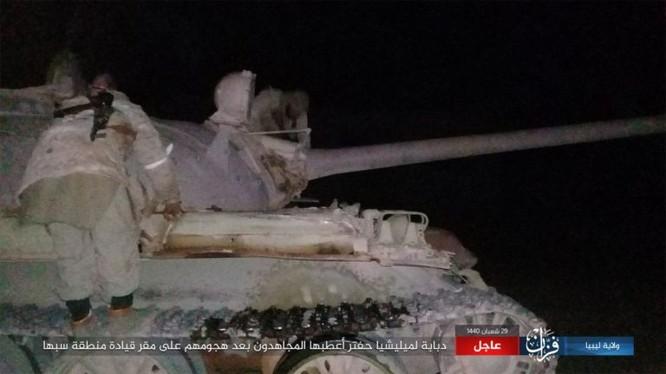 IS đánh chiếm xe tăng của lực lượng LNA.