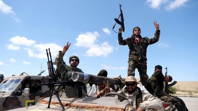 Binh sĩ lực lượng LNA trên chiến trường Tripoli.