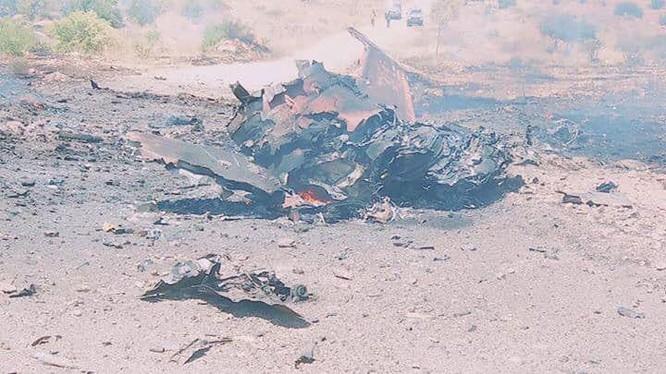 Mảnh xác chiếc máy bay Mirage F-1 của GNA bị bắn hạ.
