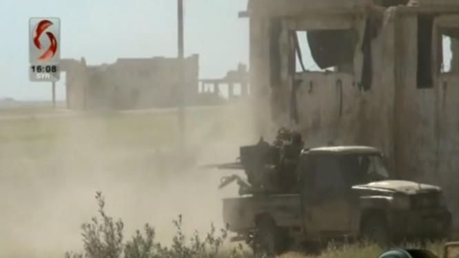 Lực lượng Tiger đánh trả cuộc tấn công của các nhóm Hồi giáo cực đoan. Ảnh minh họa video
