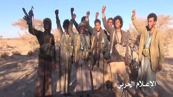 Các chiến binh Houthi trong cuộc tấn công giành chiến thắng ở quận al-Zahir thuộc tỉnh al-Bayda miền trung Yemen
