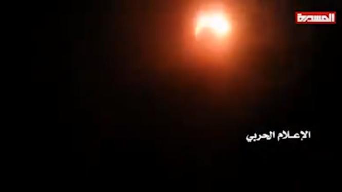 Máy bay không người lái MQ-1C Grey Eagle (UAV) trên không phận thủ đô của Yemen, thành phố Sanaa. Ảnh minh họa video.