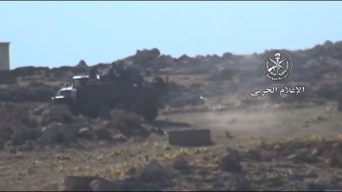 Sư đoàn Tiger tiếp tục tấn công trên vùng nông thôn miền bắc Hama. Ảnh minh họa video.