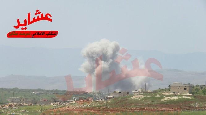 Không quân Nga không kích trên chiến trường tây bắc Syria, ảnh tài khoản Twitter Qalaat Al Mudiq ủng hộ thánh chiến.
