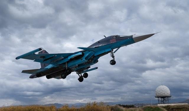 Máy bay ném bom Su-34 cất cánh ở sân bay Hmeimim