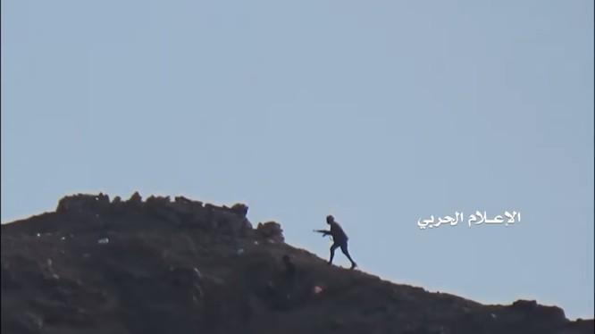 Lực lượng Houthi tiến công trên vùng đồi núi tam giác al-Salib thuộc tỉnh miền trung Yemen