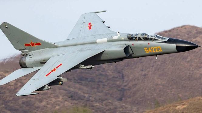 Máy bay cường kích chiến trường JH-7A không quân Trung Quốc. Ảnh Business Inside