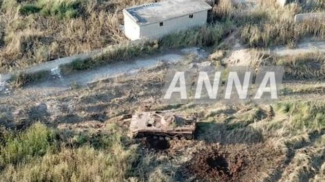 Xe bộ binh chiến đấu BMP-1 của lực lượng thánh chiến bị trúng bom của không quân Nga ở Hama. Ảnh minh họa Masdar News